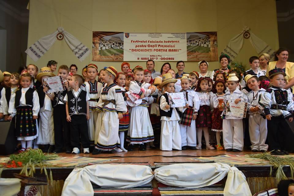 """Festivalului de folclor pentru preșcolari """"Deschideți porțile mari"""""""