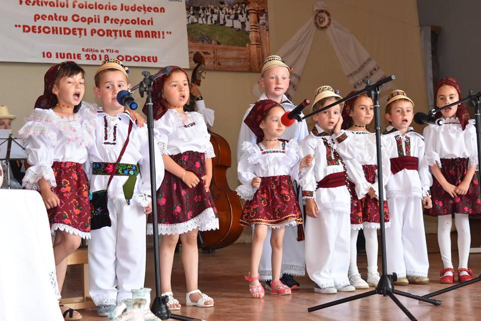 """Festivalul Folcloric pentru preșcolari """"Deschideți porțile mari"""""""